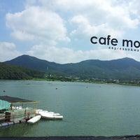 Photo taken at Cafe mou by 정 래. on 8/28/2011