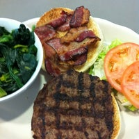 Foto tirada no(a) Crosstown Diner por Sean U. em 11/29/2011