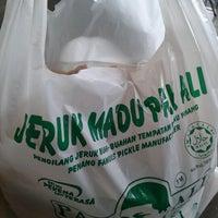 Photo taken at Jeruk Madu Pak Ali Sg Nibong by bclsahar on 7/11/2012