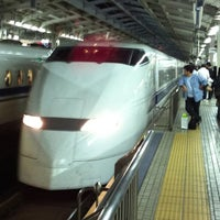 Photo taken at JR 新大阪駅 25-26番線ホーム by Toru T. on 10/23/2011
