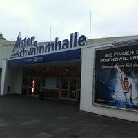 7/4/2011 tarihinde Philipp N.ziyaretçi tarafından Alster-Schwimmhalle'de çekilen fotoğraf