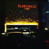 Photo prise au Bluegrass Bar & Grill par Beno S. le4/6/2012