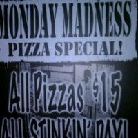 Foto tomada en Garage Pizza por Roxy C. el 11/8/2011