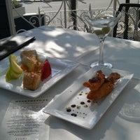 Foto tomada en Hearthstone Restaurant por Scene S. el 8/19/2012