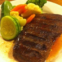 Photo taken at Outback Steakhouse by Alexandre F. on 7/1/2012