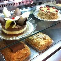 Photo taken at Momo Confeitaria by Ana Cristina Mokdeci®  on 7/8/2012