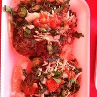 Photo taken at Tacos de Cabeza Chino Mario by Einner H. on 1/24/2012
