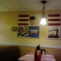 Photo taken at IHOP by Gera W. on 10/4/2011