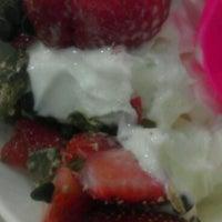 Photo taken at Zinga Frozen Yogurt by Charlotte M. on 6/19/2012