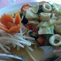 Foto tomada en Thai Food Cafe por LoG S. el 5/6/2012