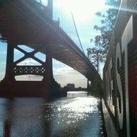 Foto tomada en Race Street Pier por Jahy T. el 8/29/2011