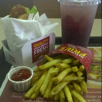 Photo taken at Wendy's by PriZzY P. on 11/25/2011