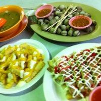 Foto diambil di Ayer Rajah (West Coast Drive) Market & Food Centre oleh mesyamazu pada 4/20/2011
