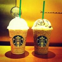 Foto tirada no(a) Starbucks por Mariane B. em 9/7/2012