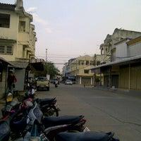 Photo taken at สถานีขนส่งพิมาย by rungrot p. on 1/19/2012