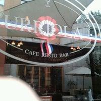 Foto tirada no(a) Urriola Café Resto Bar por Nazhla C. em 9/17/2011