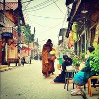Снимок сделан в Chiang Khan Walking Street пользователем Kaito B. 11/24/2011