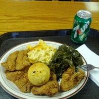 Das Foto wurde bei MacArthur's Restaurant von Arne A. am 2/13/2012 aufgenommen