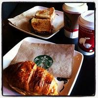 Foto tomada en Starbucks por IVAN A. el 12/4/2011