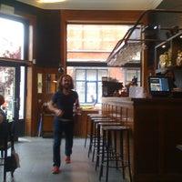 Photo prise au Émile Bistro par Charlotte V. le5/31/2012