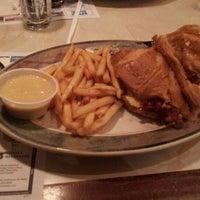 Снимок сделан в Ewing Diner пользователем Ashlee 12/13/2011
