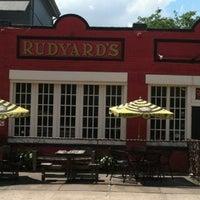 4/11/2012 tarihinde Shawzillaziyaretçi tarafından Rudyard's British Pub'de çekilen fotoğraf