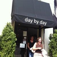 Das Foto wurde bei Day By Day von Matt F. am 9/4/2011 aufgenommen
