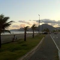 Foto tirada no(a) Praia do Arpoador por Enir B. em 1/3/2012