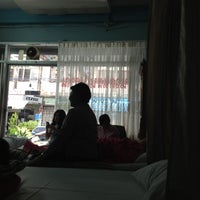 Photo taken at ร้านคุณแดง(สมัย) นวดแผนโบราณ by Rathtavit L. on 7/1/2012