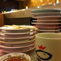 Photo taken at Sushi King by محمد فردوس م. on 8/12/2011
