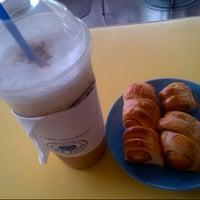 Photo taken at D'Oro Coffee Station by ßê€  ♀♀ √ÄmρÎŖέ (. on 7/29/2012