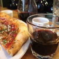 Foto scattata a Gialina Pizzeria da Rolandito L. il 8/3/2012