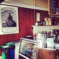 Das Foto wurde bei Beecher's Handmade Cheese von David D. am 7/29/2012 aufgenommen