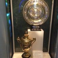 Das Foto wurde bei Wimbledon Lawn Tennis Museum von Rodolpho P. am 5/23/2012 aufgenommen