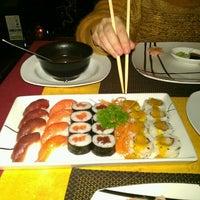 Photo taken at Sushi King by Javi H. on 12/20/2011