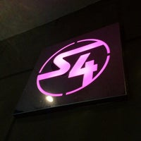 รูปภาพถ่ายที่ Station 4 (S4) โดย Daniel B. เมื่อ 6/25/2012