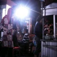 Photo taken at Seafood Lesehan Mbak Imah by Yunus M. on 5/29/2012
