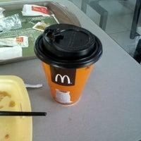 Foto diambil di McDonald's oleh henro i. pada 4/26/2012