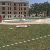 Das Foto wurde bei Fish Pond von Austin F. am 9/28/2011 aufgenommen