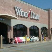 Photo taken at Winn-Dixie by @SocialJulio on 9/17/2011