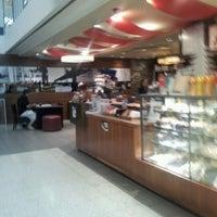 Photo taken at Gloria Jean's Coffees by Wayne Calvert on 12/16/2011