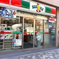 Photo taken at サンクス 渋谷3丁目店 by Erika e Mauricio L. on 3/15/2012