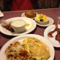 Photo taken at Petie's Family Restaurant by Renee R. on 11/12/2011