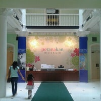 Photo taken at Peranakan Museum by Clara H. on 12/25/2011