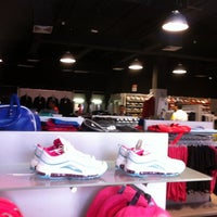 Photo taken at Nike Factory Store by Raúl D. on 7/28/2012