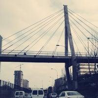 Foto tomada en Pasarela Huerfanos por Claudia F. el 9/4/2012