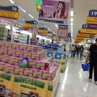 Foto tirada no(a) Supermercado Angeloni por Rubiam A. em 5/25/2012