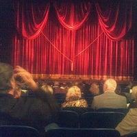 Foto diambil di Lunt-Fontanne Theatre oleh Dean L. pada 10/13/2011