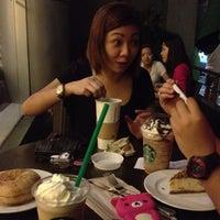 3/1/2012 tarihinde Bambi O.ziyaretçi tarafından Starbucks Coffee'de çekilen fotoğraf