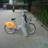 Photo taken at Villo! Jubelpark / Parc du Cinquantenaire (067) by Pierre S. on 9/26/2011